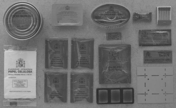 Ejemplo del contenido de una ración individual de combate del ejército español. Imagen: Expansión.com
